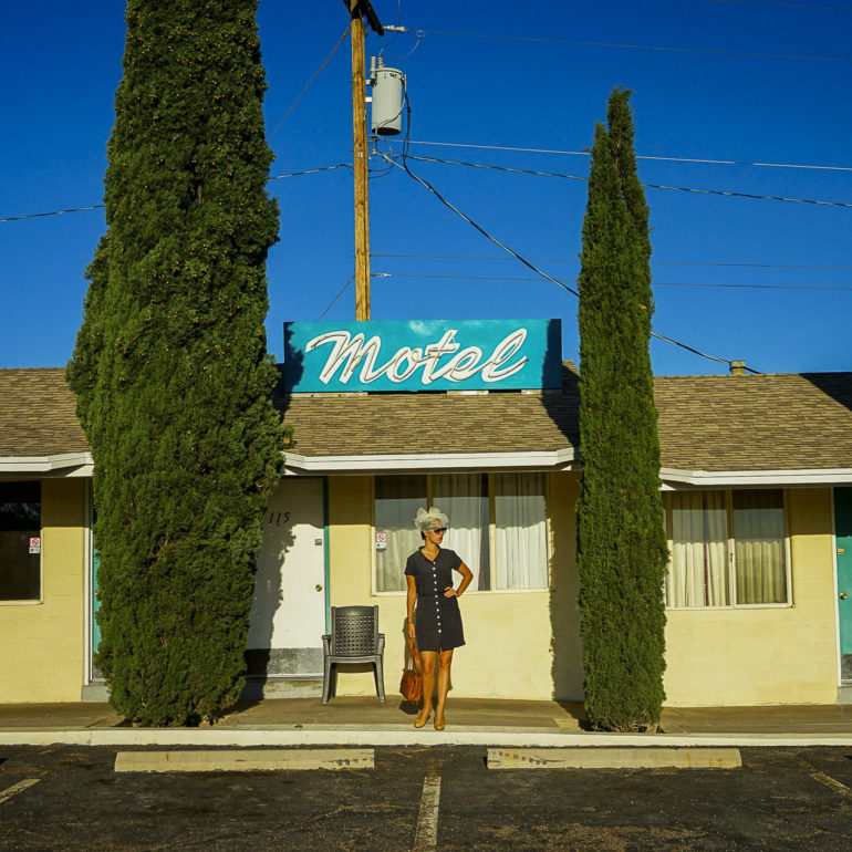 Jeremy De Backer JDB US Cliches LuNe motel sapin parking Kingsman USA